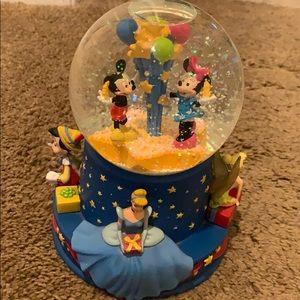 Snow globe Walt Disney 100th year musical